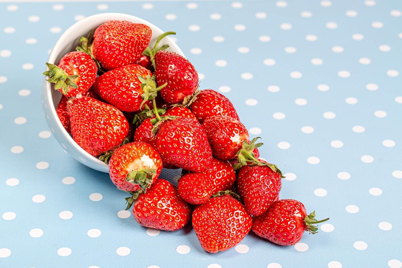 Bilder Schüssel Erdbeeren Beere Lebensmittel das Essen