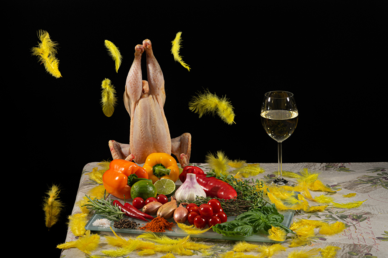 Vino Plumas Verdura Pimiento Ajo Cebolla Tomate Citrus aurantifolia Carne de pollo Vaso de vino comida, Allium sativum, Allium cepa, tomates Alimentos