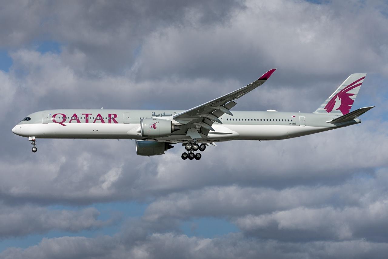 Fotos Airbus Flugzeuge Verkehrsflugzeug Qatar Airways, A350-1000 Seitlich Luftfahrt