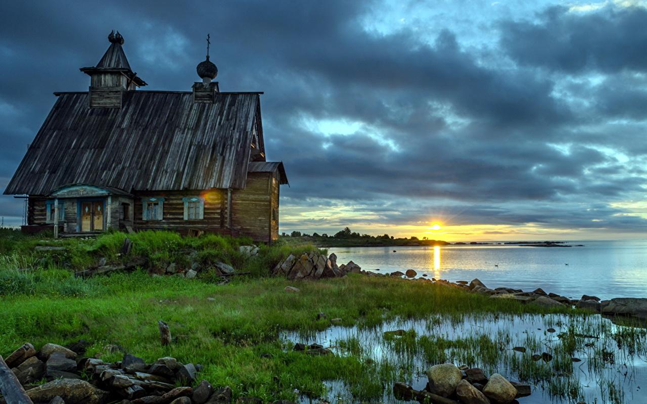 Rússia Amanheceres e entardeceres Igreja Costa Rabocheostrovsk, Karelia, Kemsky district Velho Grama De madeira Pôr do sol, ocaso, velha Naturaleza