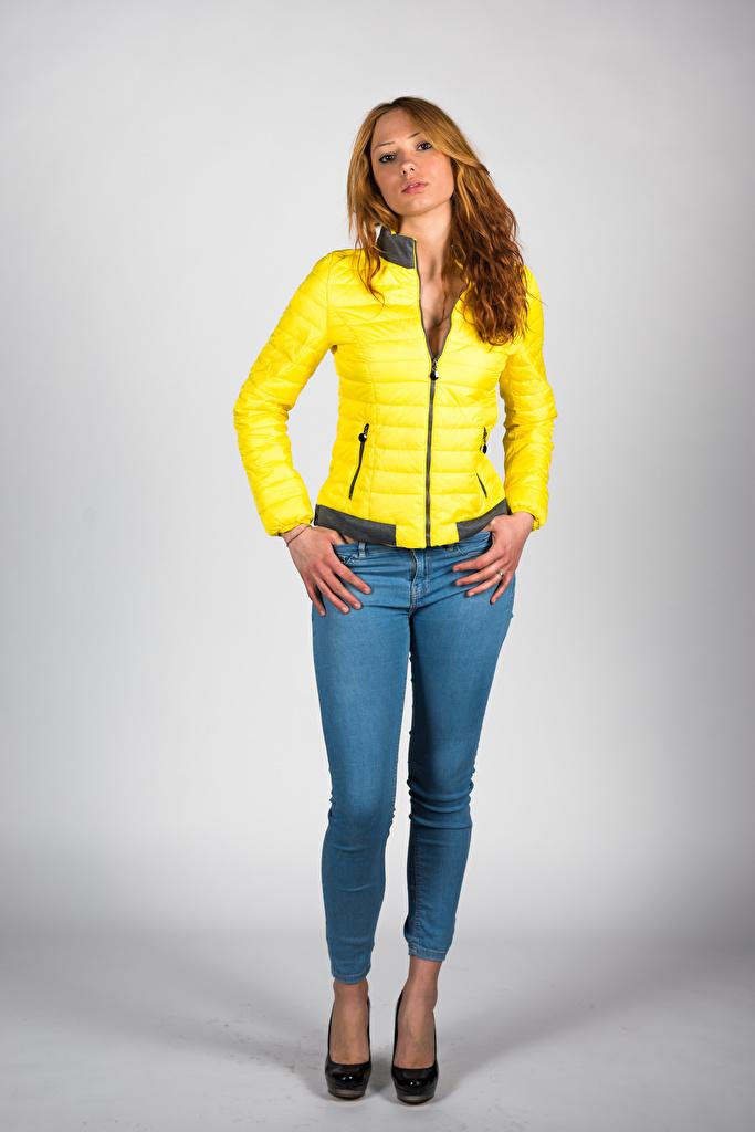 Bilder von Model Teresita posiert Jacke Mädchens Jeans Blick  für Handy Pose junge frau junge Frauen Starren