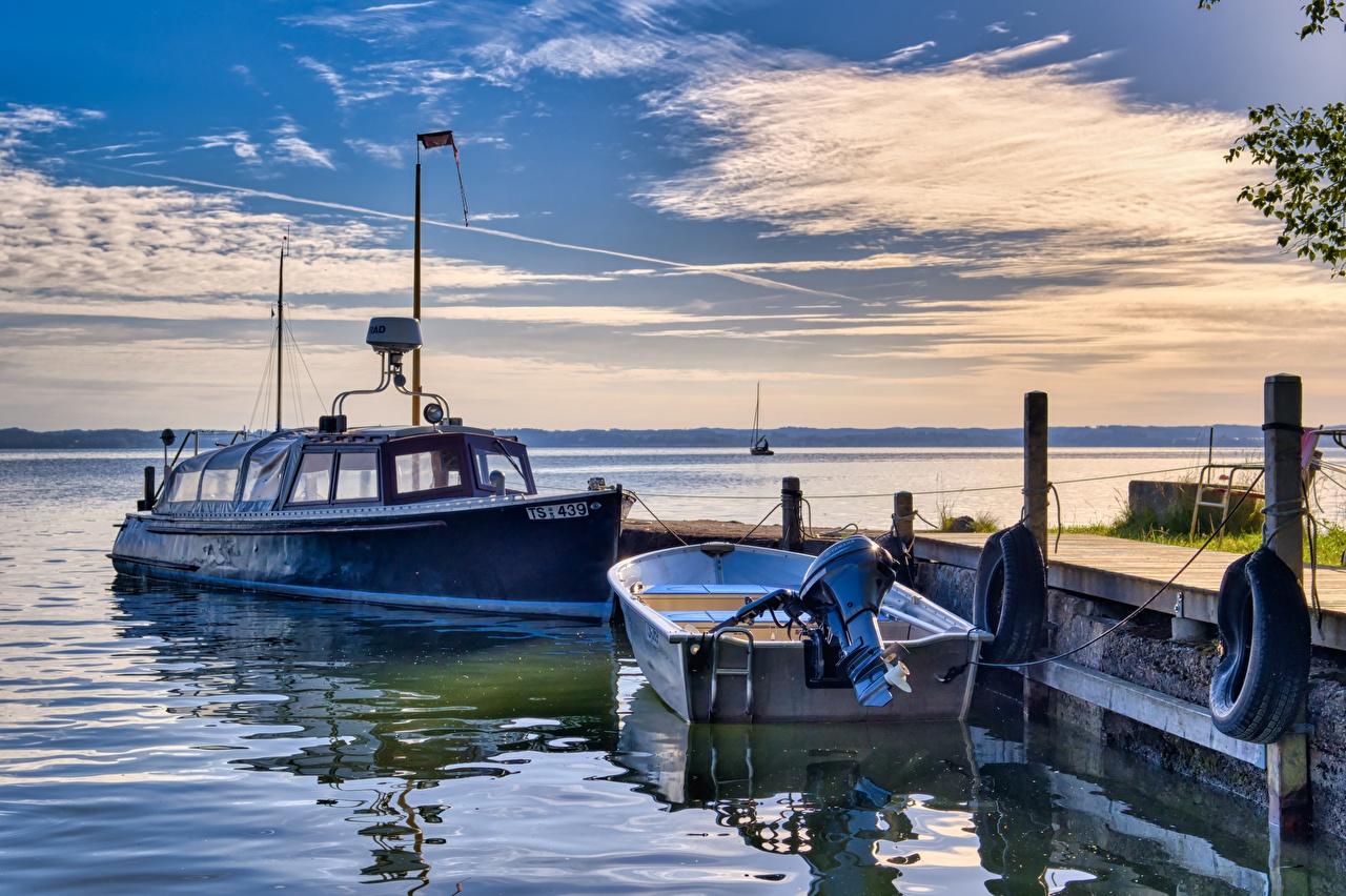 Fotos Alaska USA Anchorage Sonnenaufgänge und Sonnenuntergänge Boot Bucht Motorboot Seebrücke Städte Vereinigte Staaten Morgendämmerung und Sonnenuntergang Bootssteg Schiffsanleger