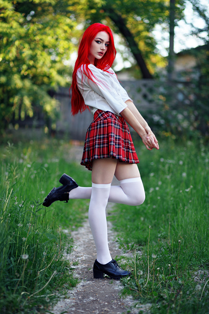 Desktop Hintergrundbilder Evgeniy Bulatov Rock Long Socken Schulmädchen Vika Pose Bluse junge frau Bein Blick  für Handy Schülerin posiert Mädchens junge Frauen Starren