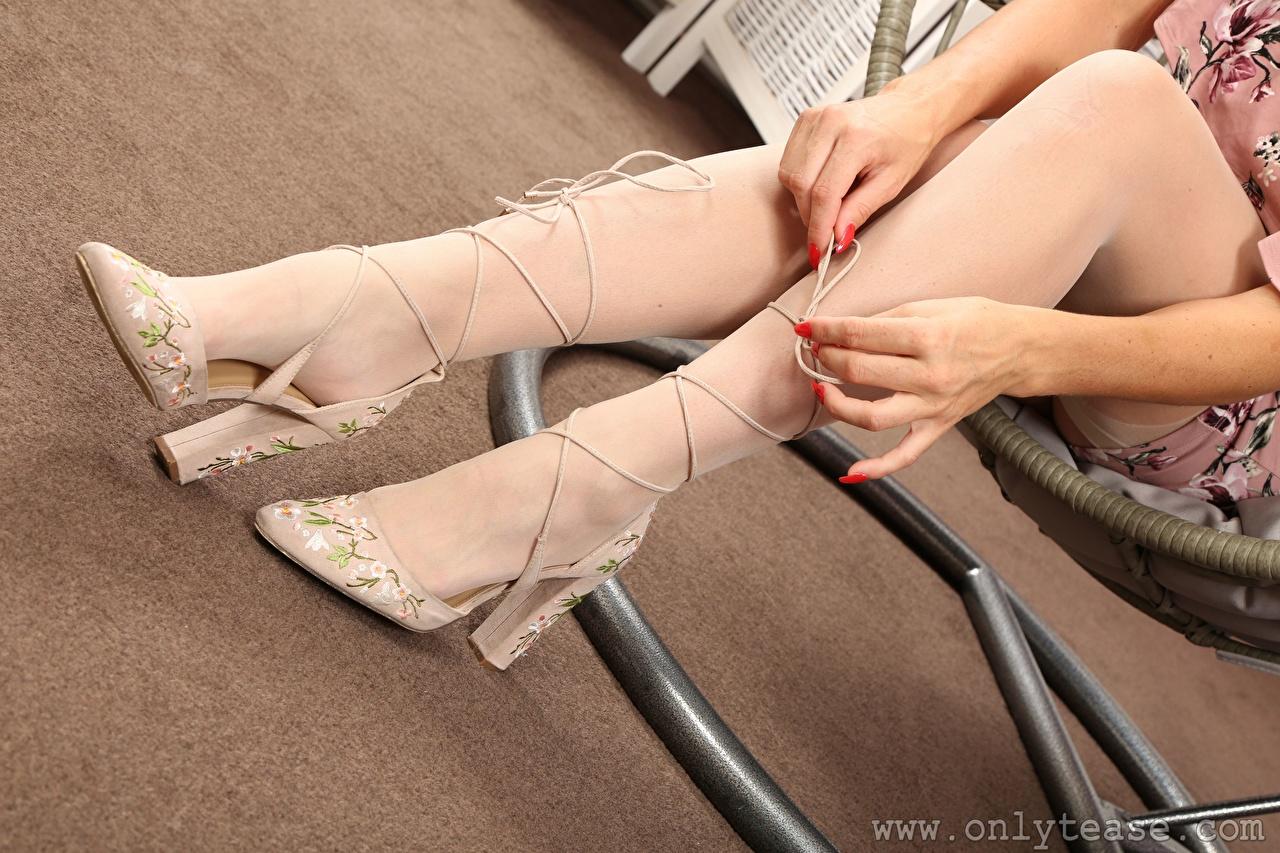 Desktop Wallpapers Stockings Girls Legs Hands Closeup Stilettos female young woman high heels