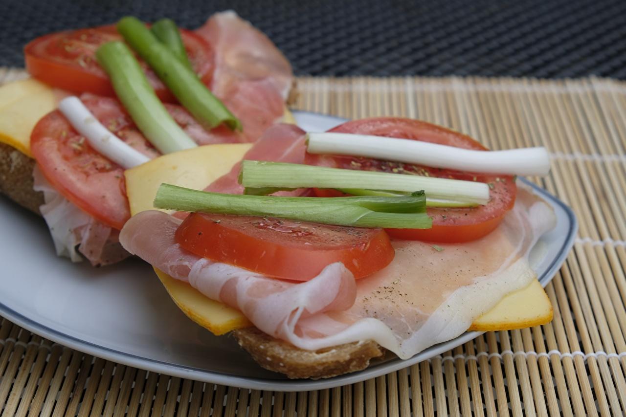Bilder Tomate Frühstück Käse Schinken Teller Geschnitten Lebensmittel