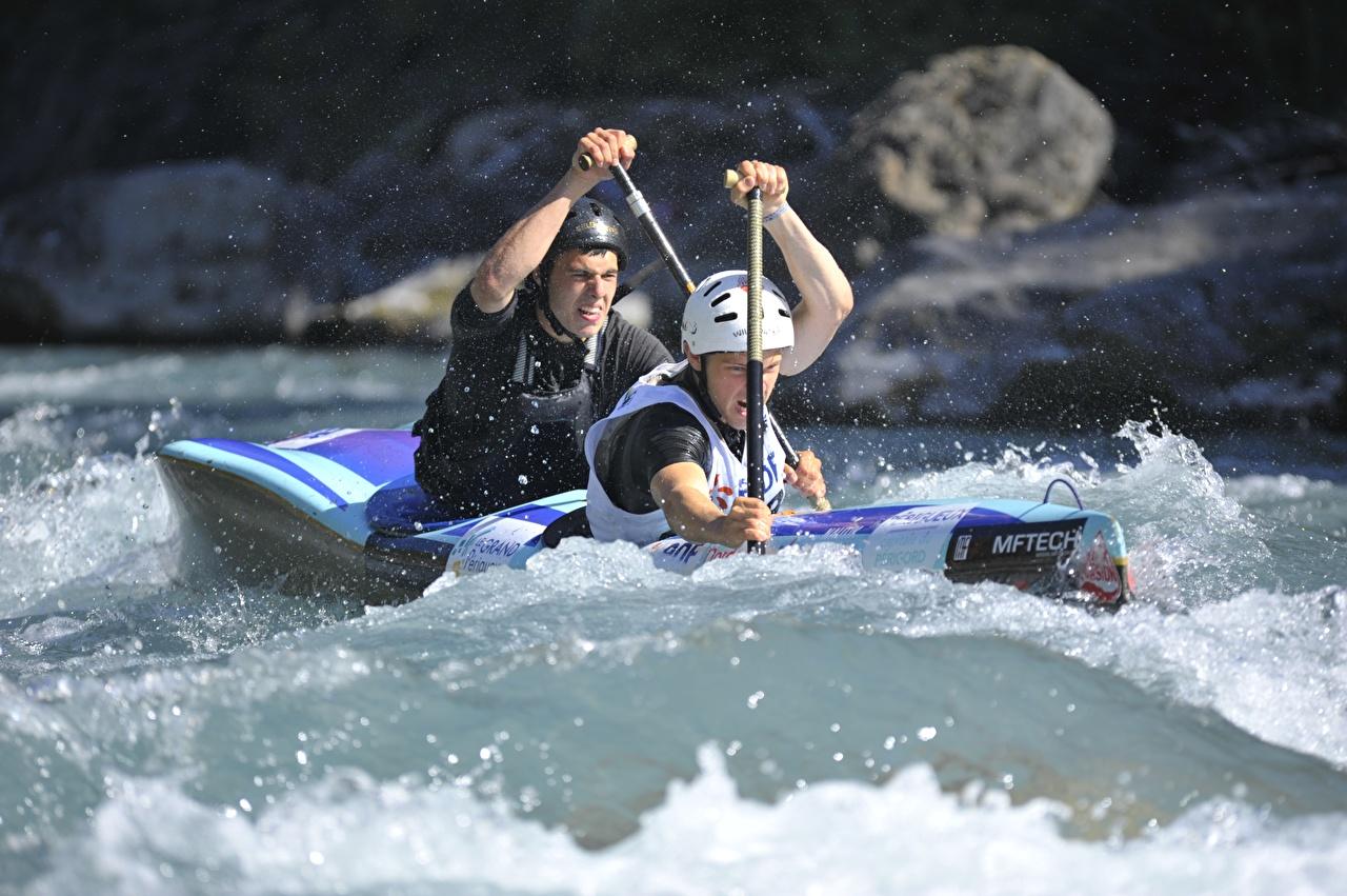 Hintergrundbilder Sport Mann Spritzer Helm Rafting Zwei Boot 2