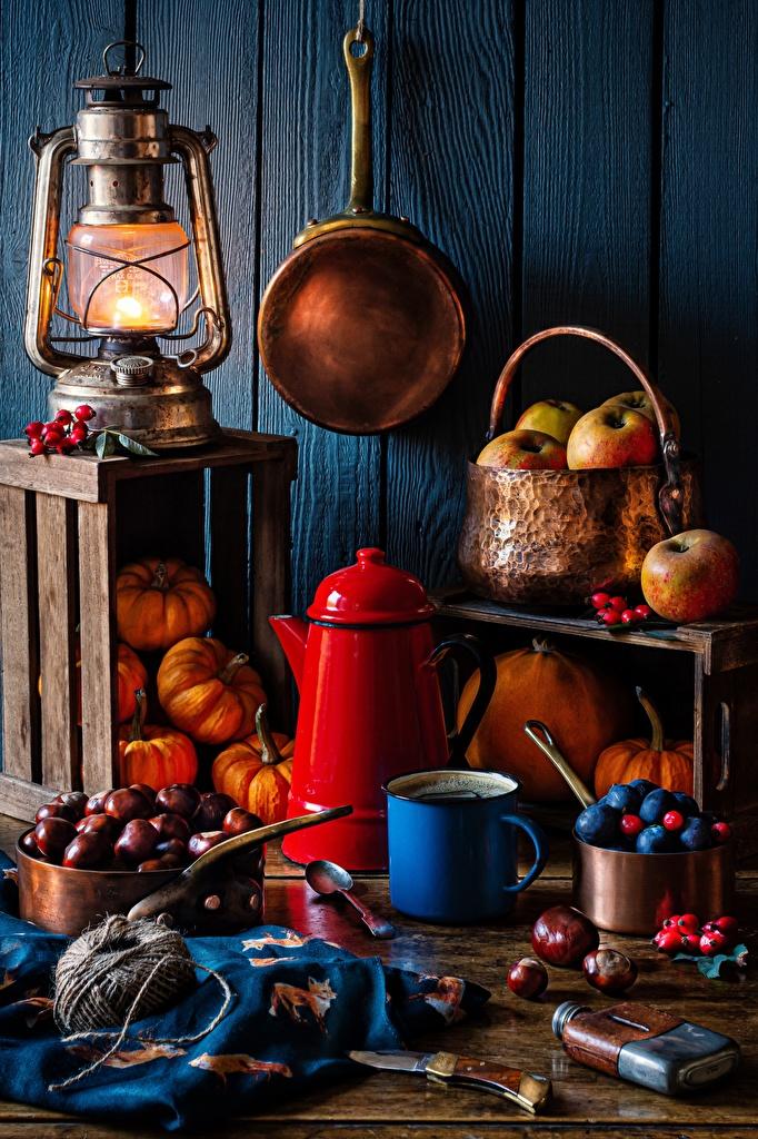 Desktop Hintergrundbilder Kastanien Messer Kürbisse Petroleumlampe Äpfel Pfeifkessel Becher das Essen Stillleben  für Handy Wasserkessel Flötenkessel Lebensmittel