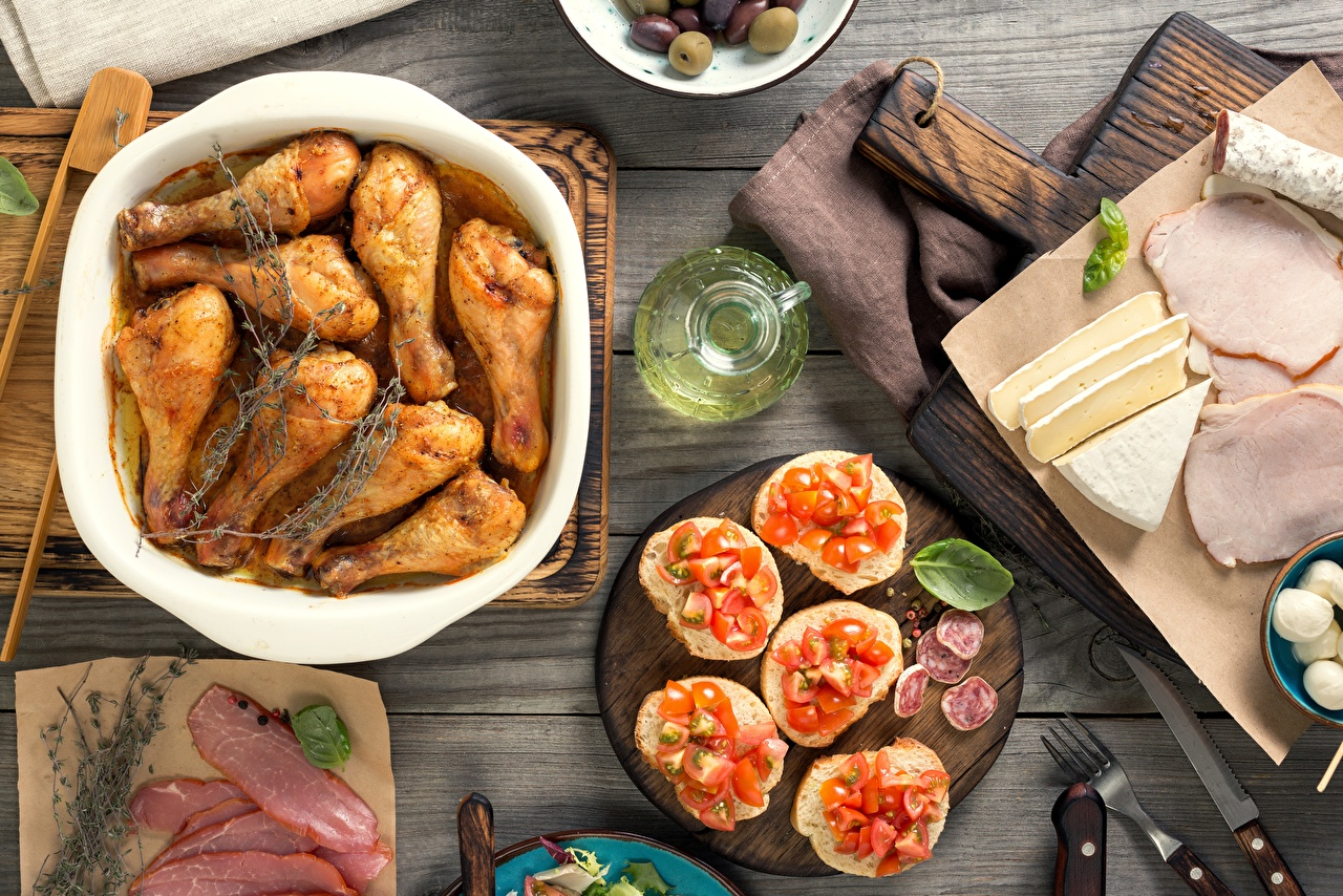 Photo Knife Oil Olive Tomatoes Chicken as food Ham Cheese Butterbrot Fork Food Meat products