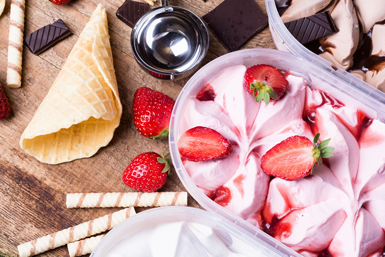 Desktop Wallpapers Chocolate Ice cream Strawberry Ice cream cone Food