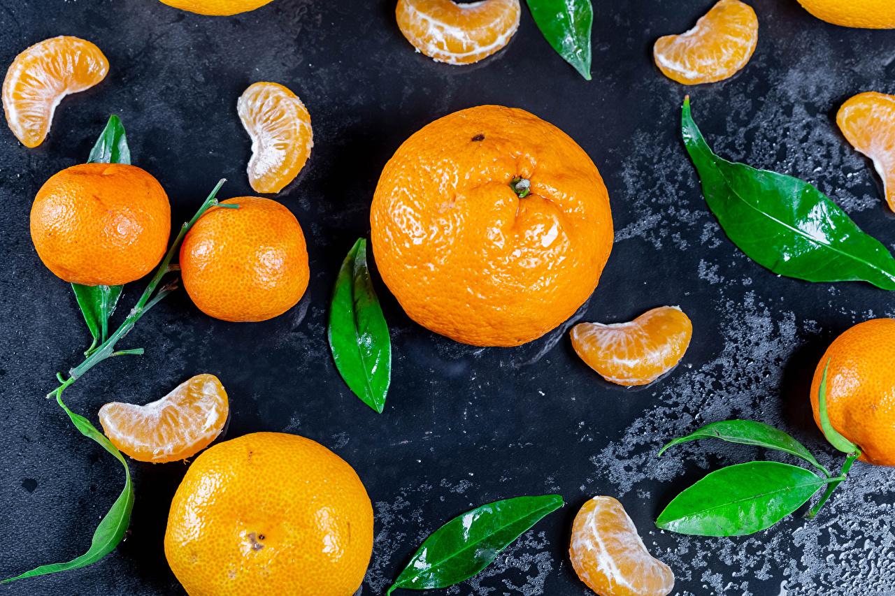 Desktop Hintergrundbilder Blattwerk Mandarine stücke Lebensmittel Blatt Stück das Essen