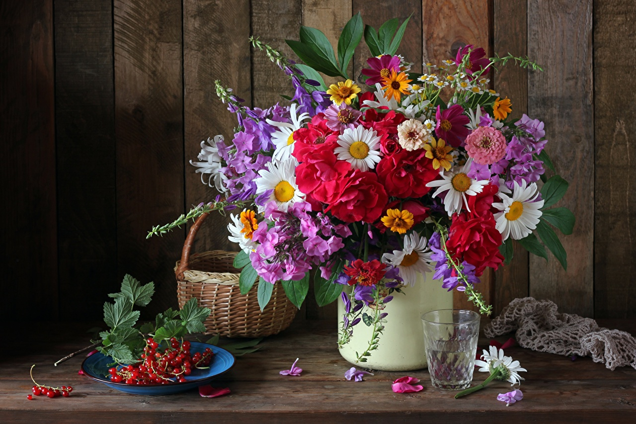 Photo bouquet flower Currant Wicker basket Highball glass Plate Still-life Bouquets Flowers