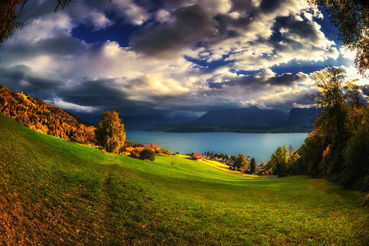 Desktop Hintergrundbilder Schweiz Oberhofen Natur Herbst See Himmel Grünland Landschaftsfotografie Wolke Bäume