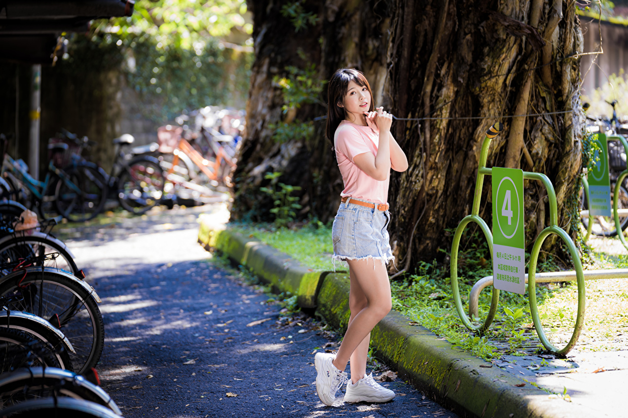 Photo Pose T-shirt young woman Legs Asian Hands Glance posing Girls female Asiatic Staring