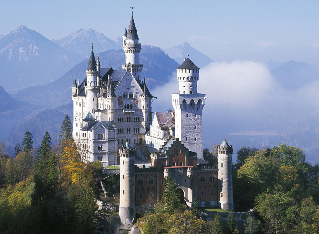 Neuschwanstein Allemagne Automne Montagnes Château fort Bavière Villes