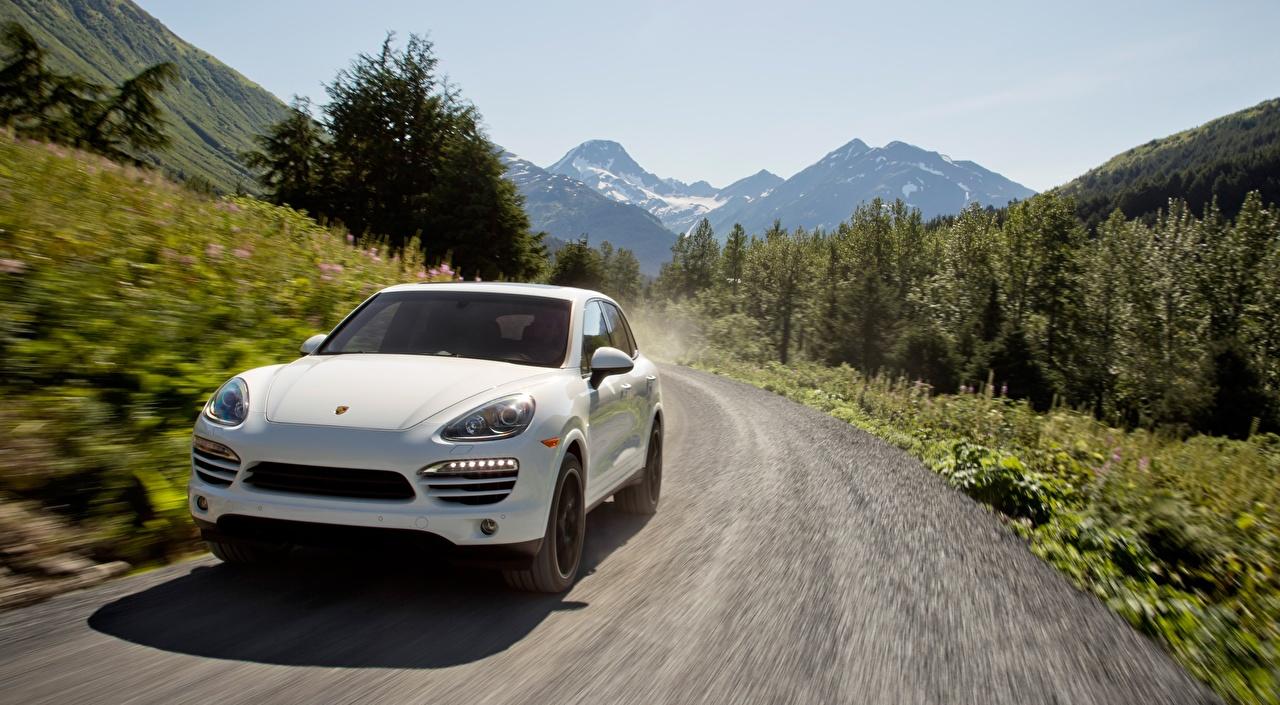 Bilder Porsche Crossover Cayenne Diesel, US-spec, 2012 Weiß Wege fährt Autos Vorne Softroader fahren Straße Bewegung fahrendes Geschwindigkeit auto automobil