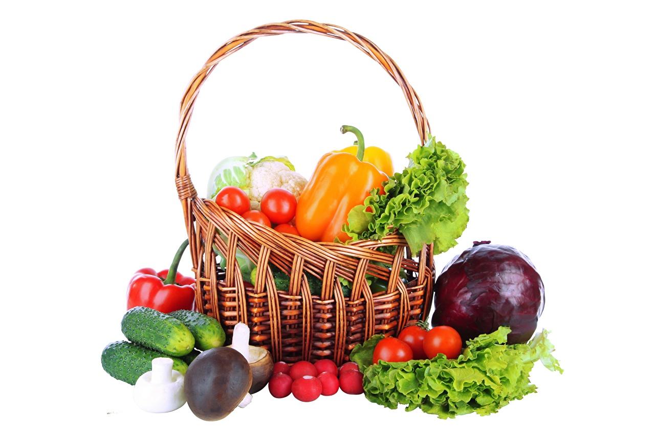 Desktop Wallpapers Wicker basket Food Vegetables White background