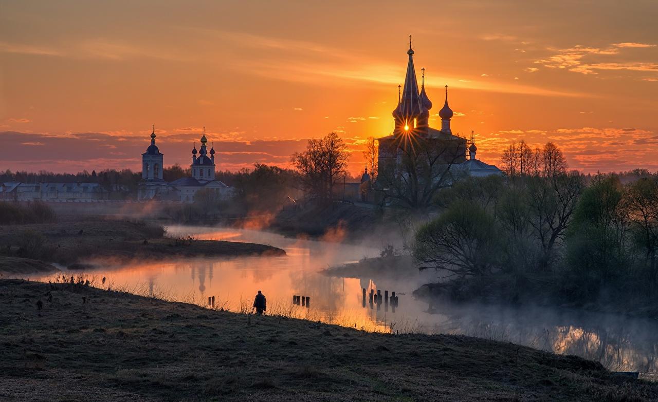 Foto Lichtstrahl Kirche Russland Village  Dunilovo, Ivanovo region Nebel Kuppel Morgen Sonnenaufgänge und Sonnenuntergänge Flusse Städte Kirchengebäude