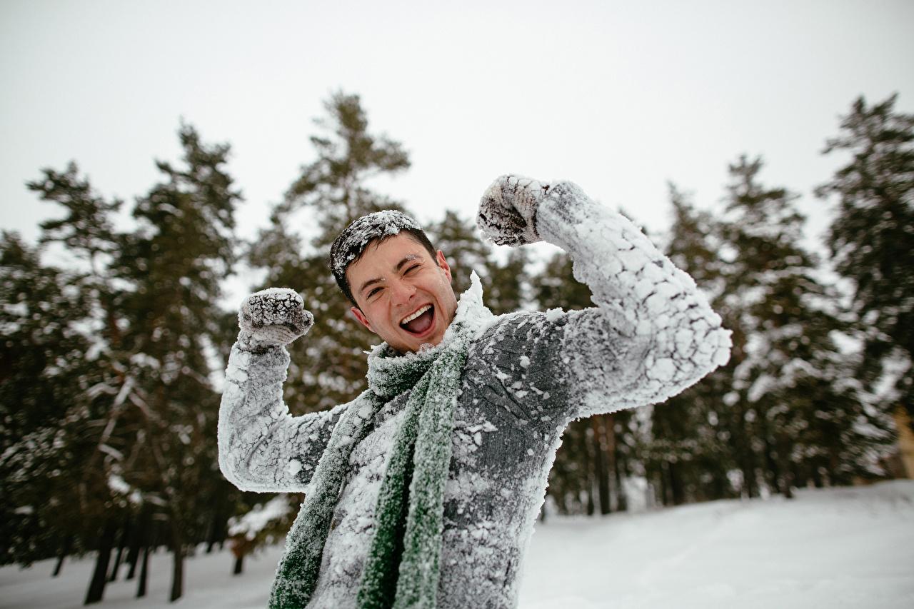 Fotos Mann fröhlicher Winter Schnee Hand Freude Glücklich fröhliches glückliche glücklicher glückliches