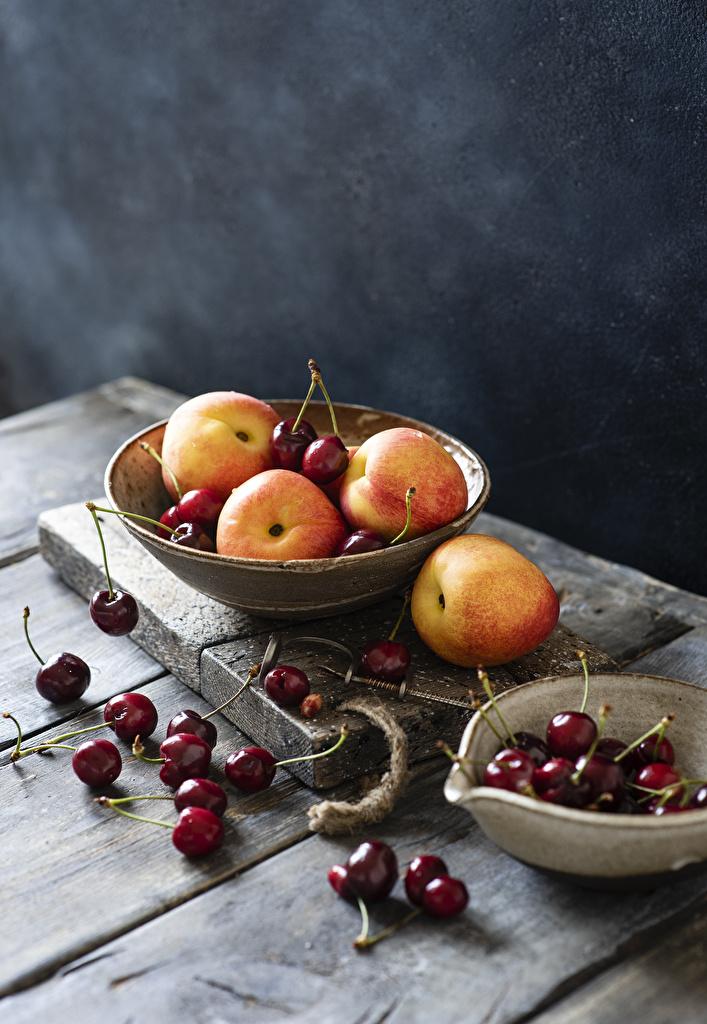 Fotos Kirsche Pfirsiche Schüssel Lebensmittel Bretter  für Handy das Essen