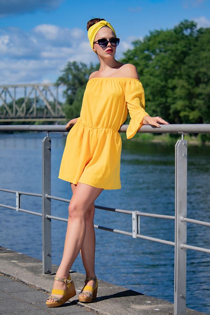 Fotos Olga Maria Veide posiert junge frau Bein Brille Kleid  für Handy Pose Mädchens junge Frauen