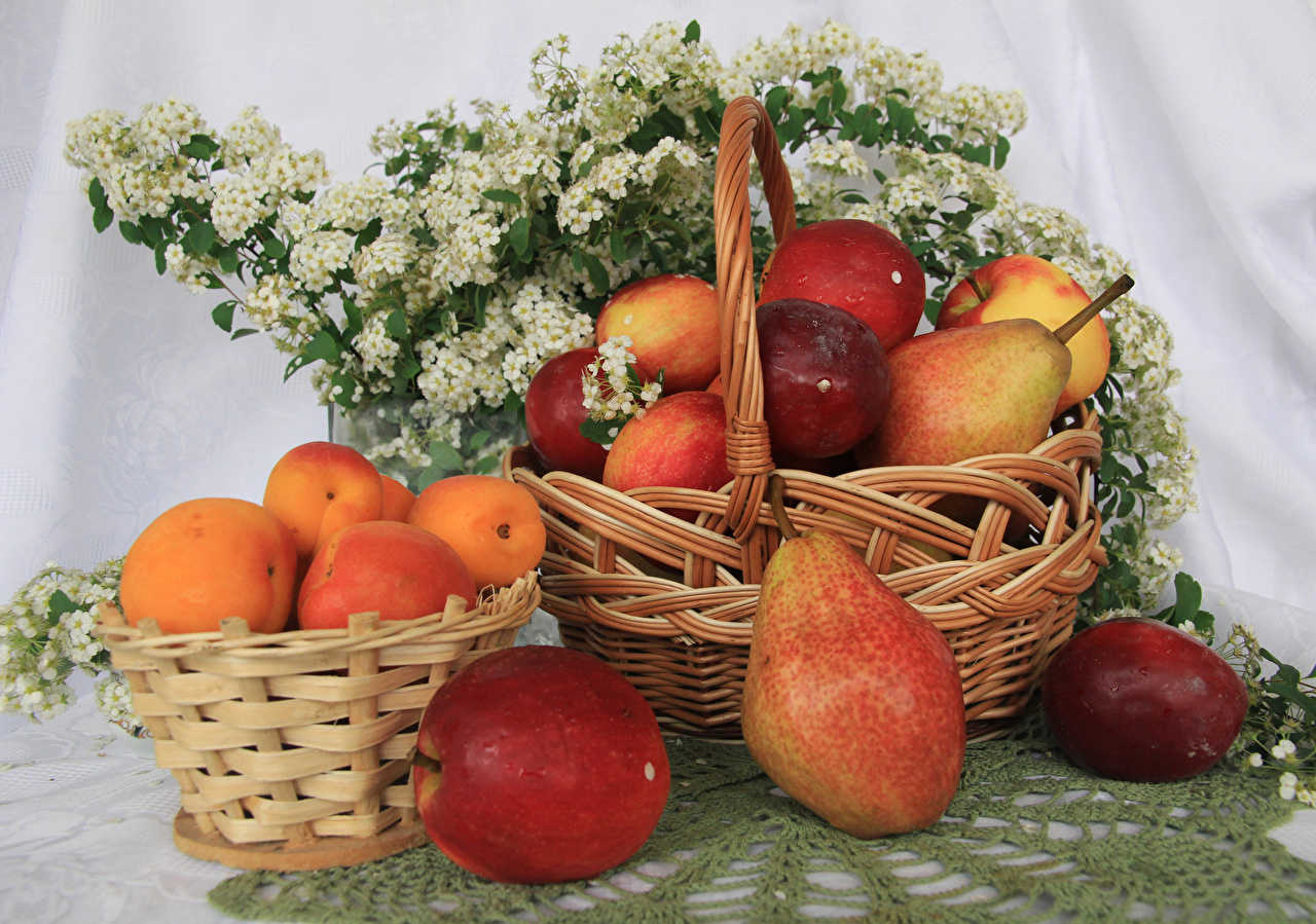 Photo Apricot Pears Apples Wicker basket Food