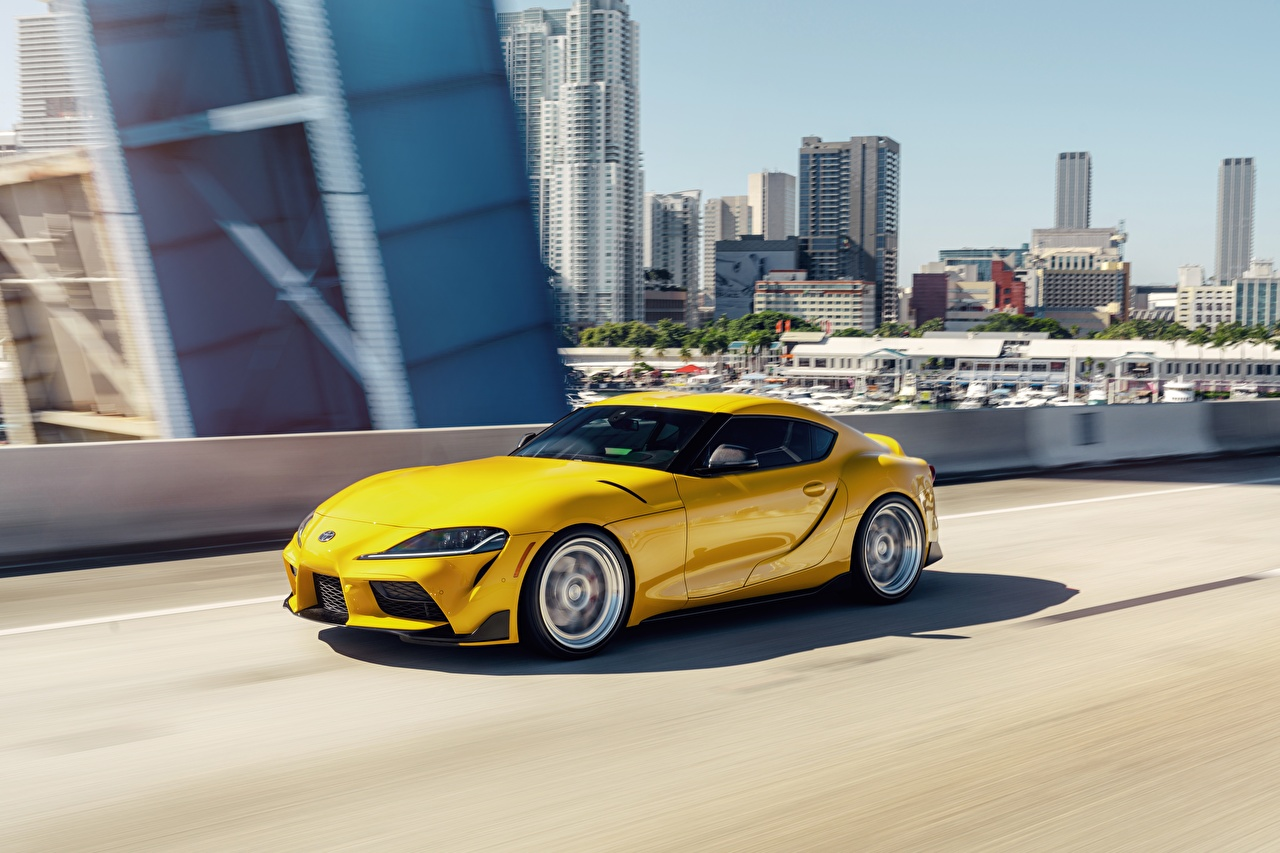 Bilder von Toyota Coupe Gelb Geschwindigkeit automobil Metallisch fährt fahren Bewegung fahrendes auto Autos