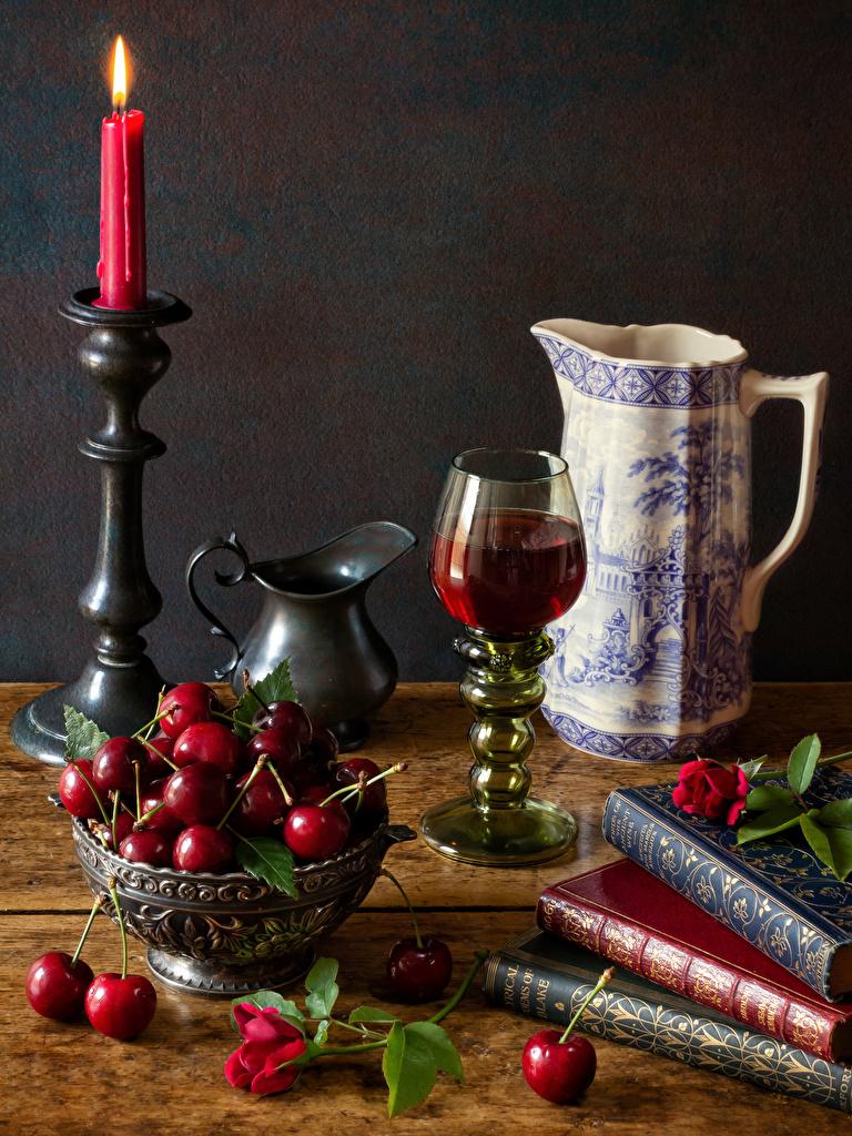 Desktop Hintergrundbilder Wein kannen Kirsche Kerzen Bücher Weinglas Lebensmittel Stillleben  für Handy Kanne krüge Buch das Essen