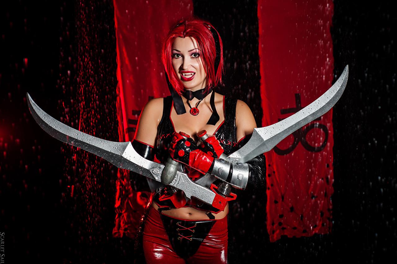 Desktop Hintergrundbilder BloodRayne Vampire Schwert Latex Rotschopf Cosplay Handschuh Elena Samko junge Frauen Hand Vampir Mädchens junge frau