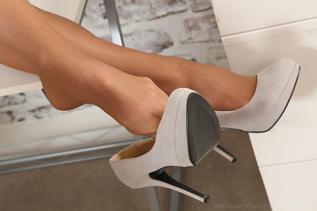 De perto Pernas Calçados Meia-calça jovem mulher, mulheres jovens, moça, Salto-alto Meninas