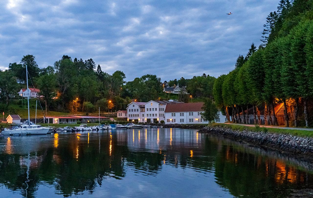 Desktop Wallpapers Bergen Norway Bay Berth Evening Motorboat Trees Houses Cities Pier Marinas speedboat powerboat Building