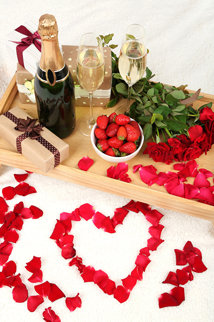 Photos Valentine's Day Heart Red Roses Petals Champagne Flowers present Strawberry Food Bottle Stemware Holidays Still-life Sparkling wine Gifts