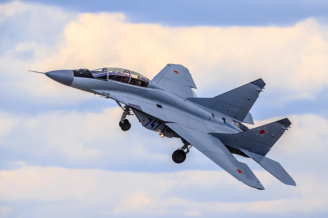 Картинки МиГ-35 Истребители Самолеты Русские Полет Авиация российские летят летит летящий