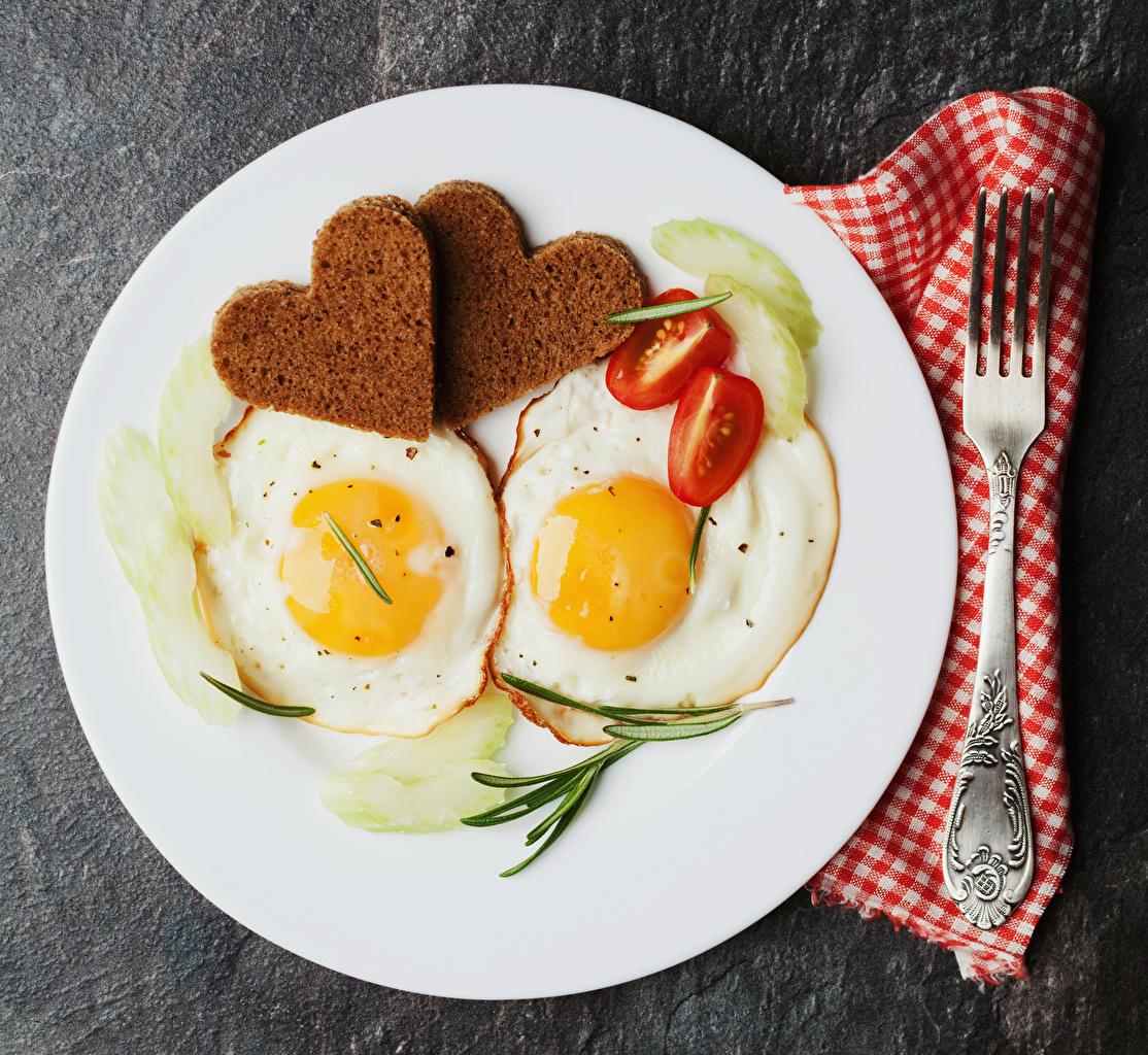 Bilder von Herz Spiegelei Zwei Tomaten Brot Teller Essgabel das Essen 2 Tomate Gabel Lebensmittel