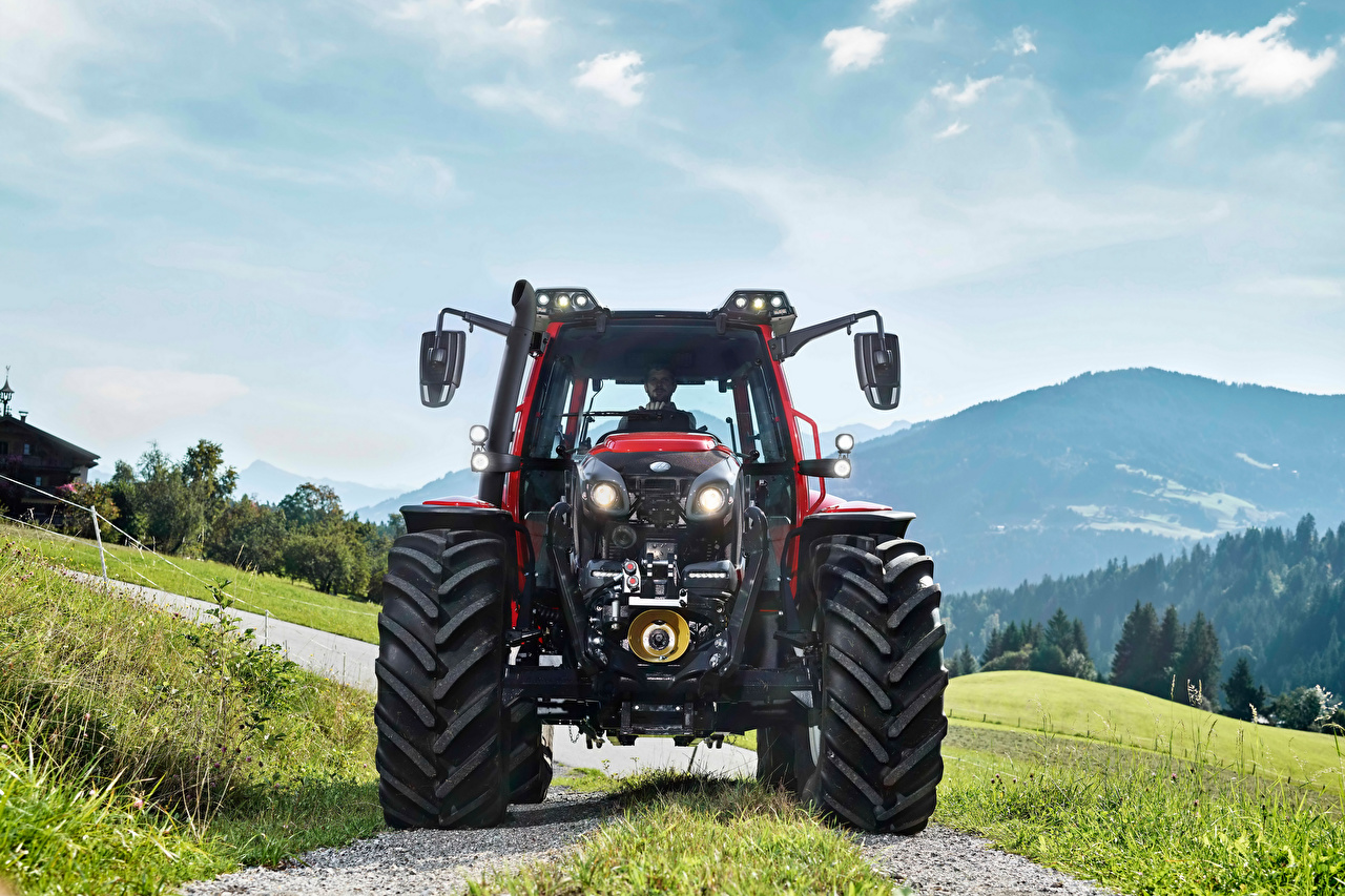 Pictures tractors Lindner Lintrac 130, 2019-- Front Tractor