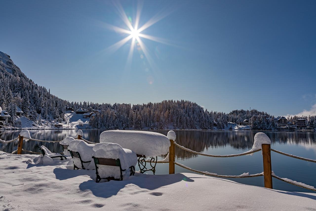 壁紙 オーストリア 湖 冬 Turracher See Styria 雪 塀 太陽