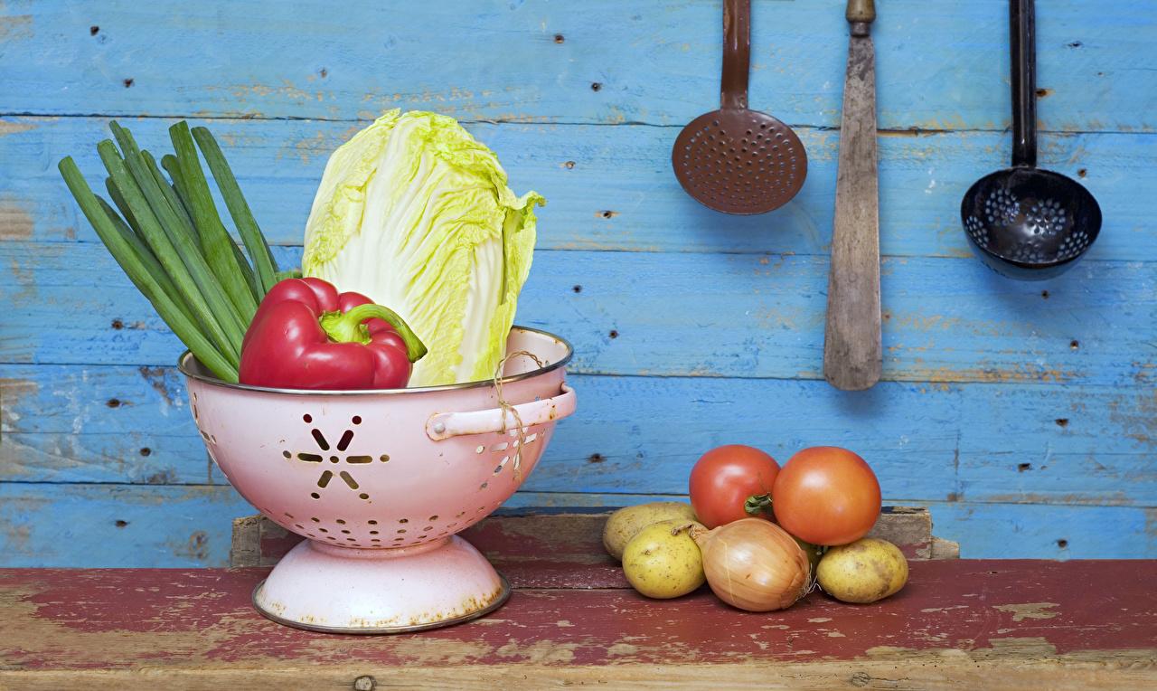 Bilder Tomate Zwiebel Kartoffel Gemüse Lebensmittel Bretter