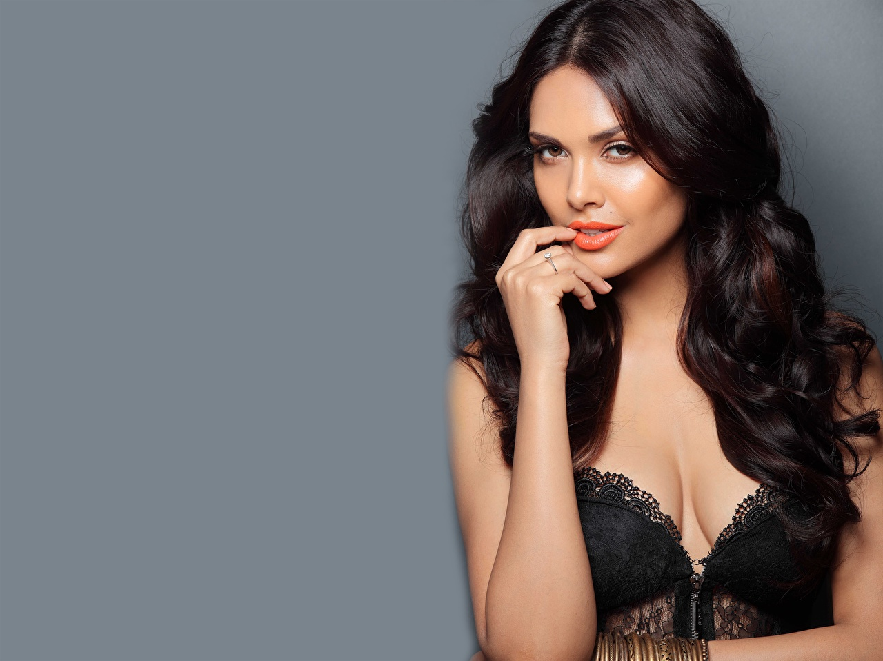 Images Indian Brunette girl Esha Gupta young woman Hands Staring Celebrities Gray background Girls female Glance
