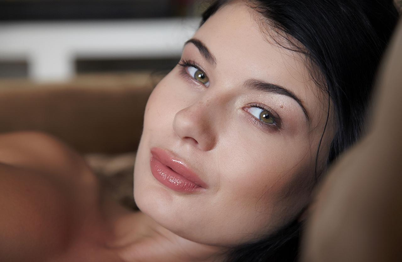 Bilder Augen Brünette Gesicht Mädchens Lippe Blick Starren