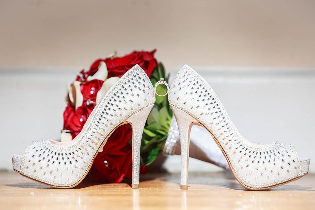 Bilder von Hochzeit Blumensträuße Schmuck Ring Stöckelschuh Ehe Heirat Trauung Hochzeiten Sträuße Ring High Heels
