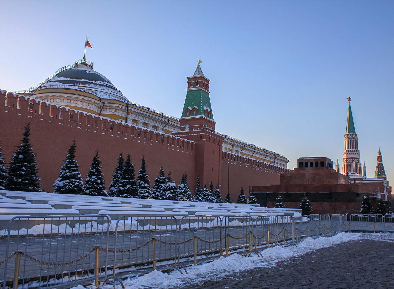 Foto Moskau Russland Platz Moskauer Kreml Red square Kremlin Winter Fichten Zaun wände Städte wand Mauer