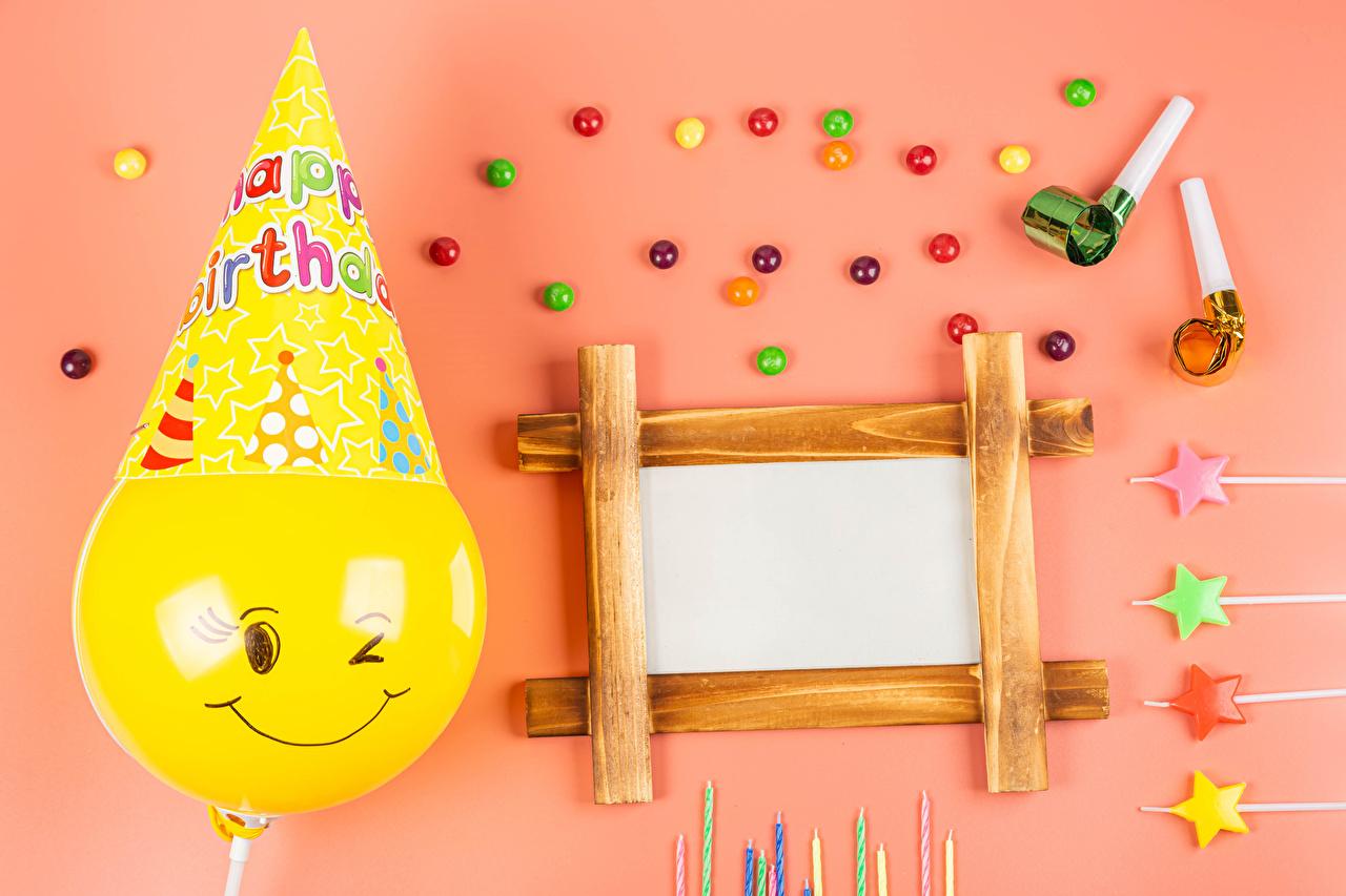 La dragée Anniversaire Bougies Arrière-plan coloré Gabarit carte de voeux Feuille de papier Ballon jouet aliments, ballons Nourriture
