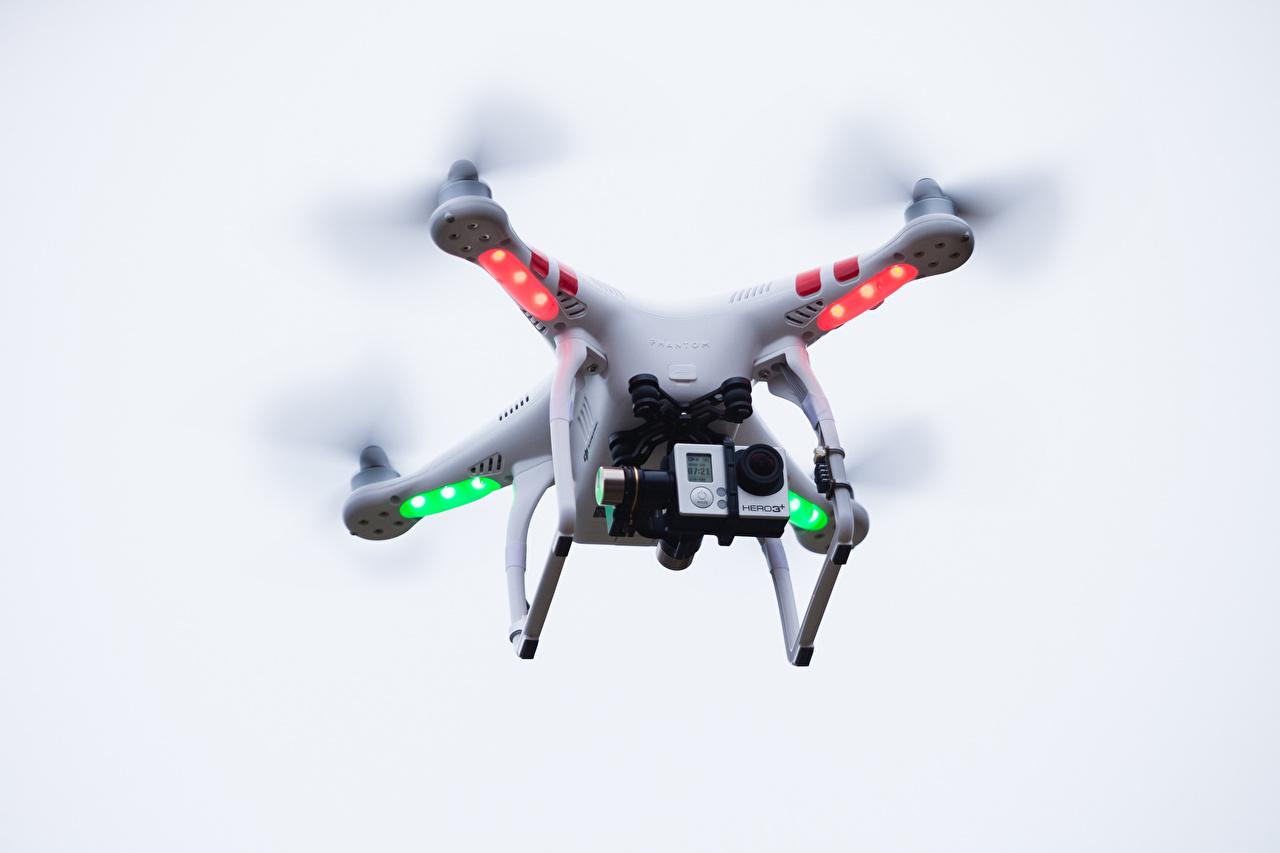 Desktop Hintergrundbilder Quadrocopter UAV Videokamera Flug Luftfahrt Quadrokopter