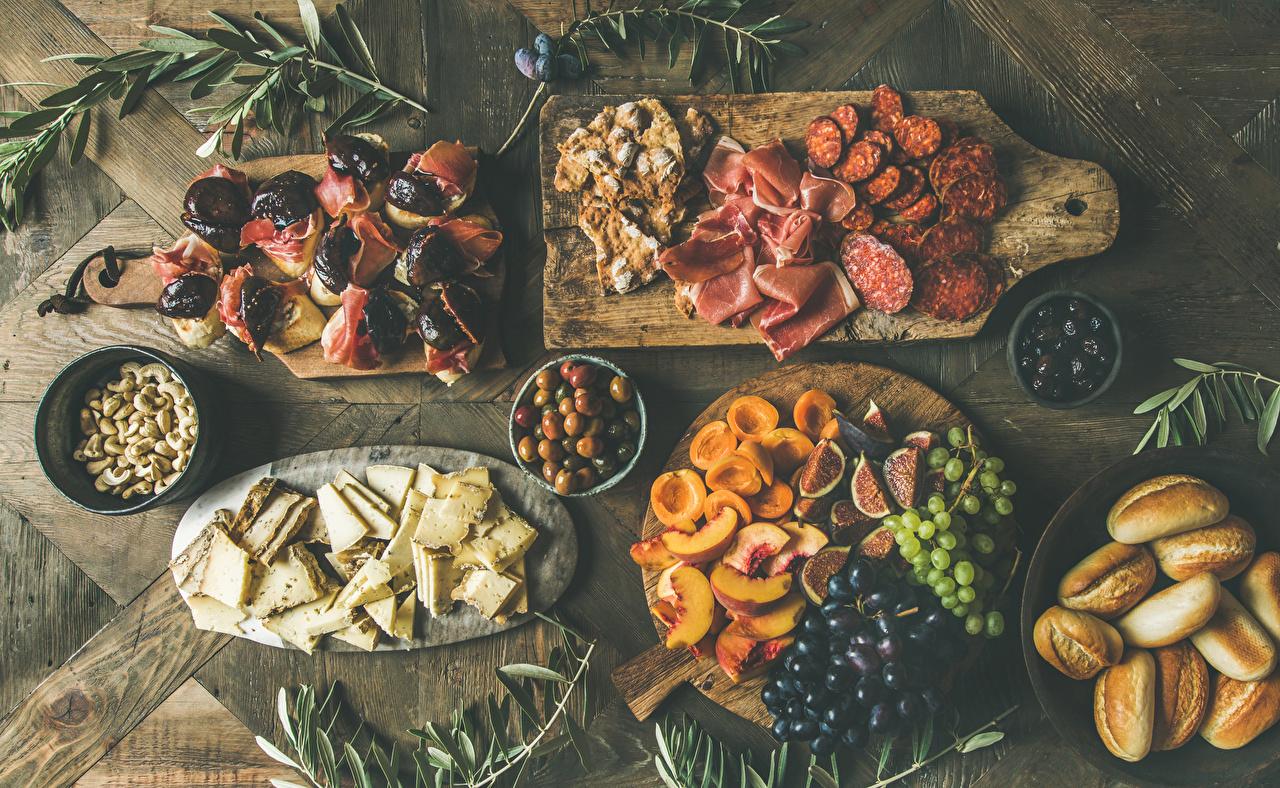 Bilder Wurst Oliven Aprikose Käse Schinken Brötchen Weintraube Butterbrot Obst Lebensmittel Schneidebrett Schalenobst Marille Nussfrüchte