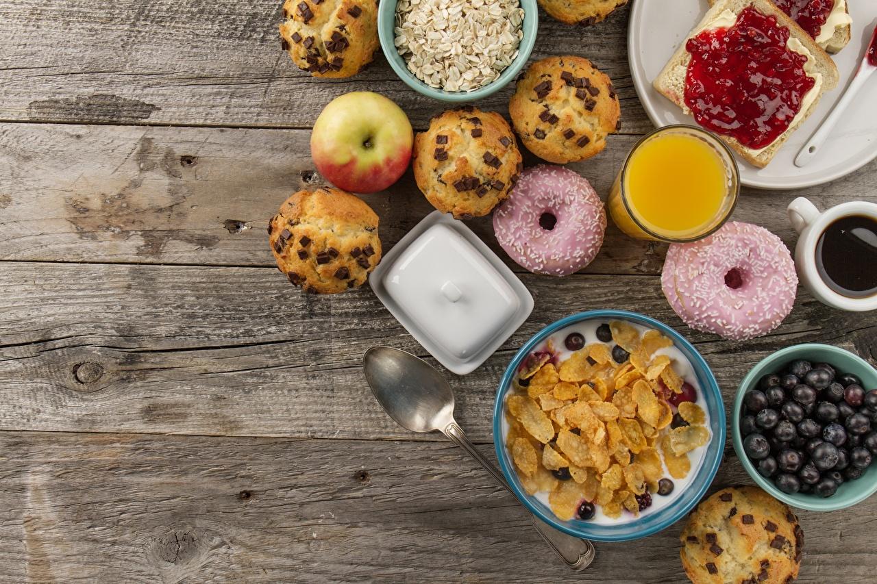 Desktop Hintergrundbilder Donut Fruchtsaft Frühstück Müsli Löffel das Essen Bretter Saft Lebensmittel