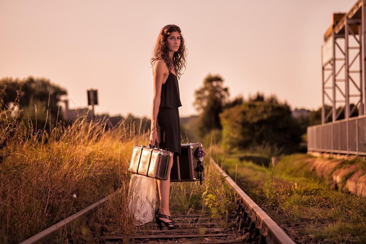Hintergrundbilder Mädchens Koffer Eisenbahn