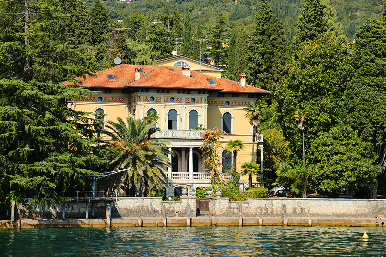 Image Italy Gardone Riviera Mansion palm trees Rivers Trees Houses Cities Palms river Building