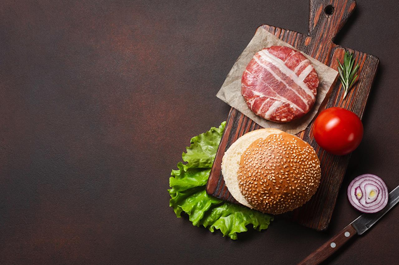 Photos Frikadeller Bacon Onion Tomatoes Hamburger Food Cutting board Meat products rissole meatballs