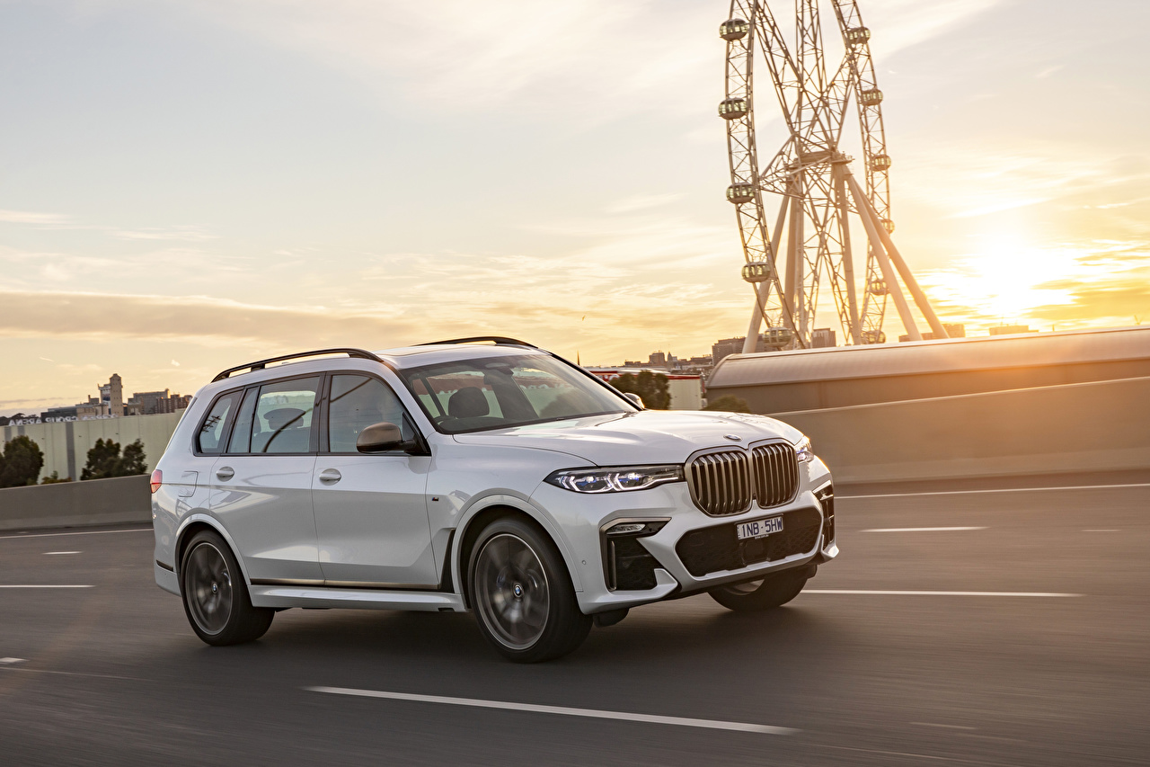 Photo BMW 2019 X7 M50d White driving Cars Metallic moving riding Motion at speed auto automobile