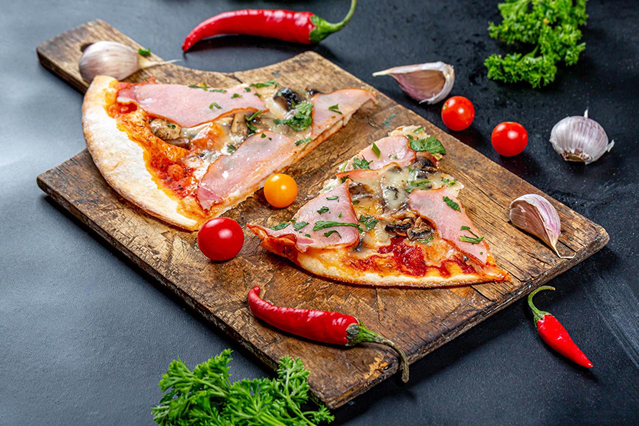 Images Pizza Tomatoes Chili pepper Ham Garlic pieces Food Food Cutting board Piece Allium sativum