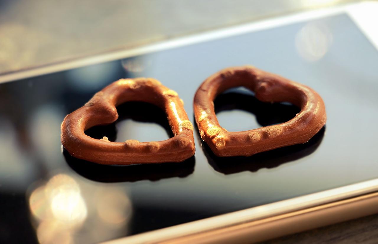 Bilder Valentinstag Herz smartphones Zwei Kekse Smartphone 2